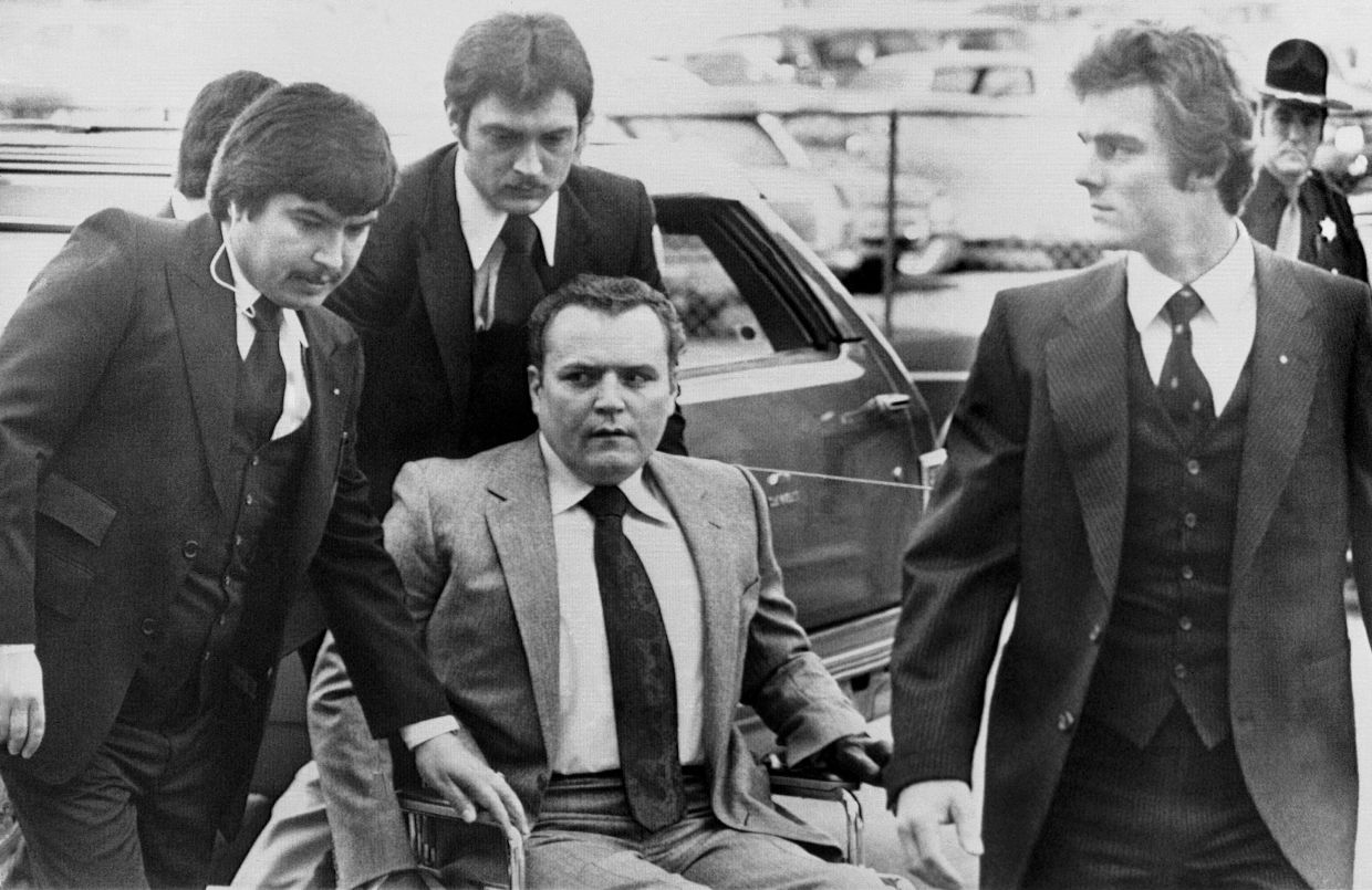 Flynt arriving at the Fulton County Courthouse in Atlanta surrounded by heavy security  in March 1979 for the start of his trial on obscenity charges. — AP