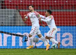 Leverkusen squander two-goal lead to draw 2-2 with Mainz