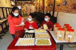 Cafe owners switching to baking festive cookies
