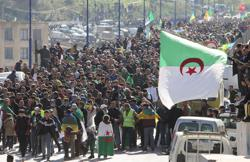 Thousands protest in Algeria, hoping to rekindle mass demos