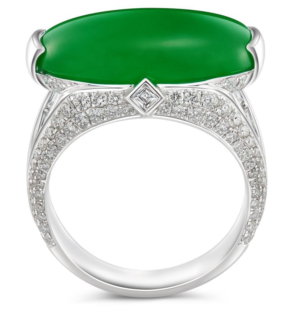 Sleek green jadeite cabochon set in Art Deco-inspired ring design.  — photo: DeGem