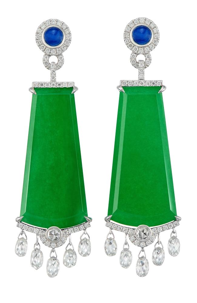 Green jadeite slabs in a modern design as elegant earrings. — photo: DeGem