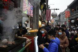 China's retail, catering sales jump in Chinese New Year staycation
