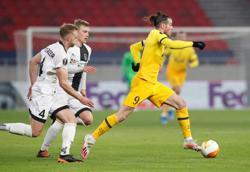 Man United, Tottenham enjoy big wins, Milan held