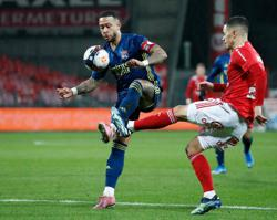 Lyon go top in Ligue 1 with 3-2 win at Brest