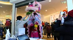 Lunar New Year holiday consumption in China jumps to more than 800 billion yuan