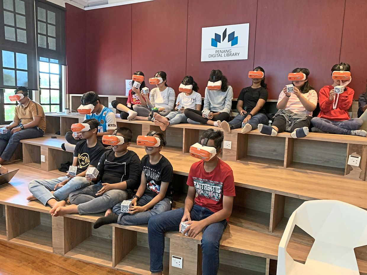 Students interacting with the lessons presented in the eKelas programme at the Penang Digital Library, before the movement control order was enforced.