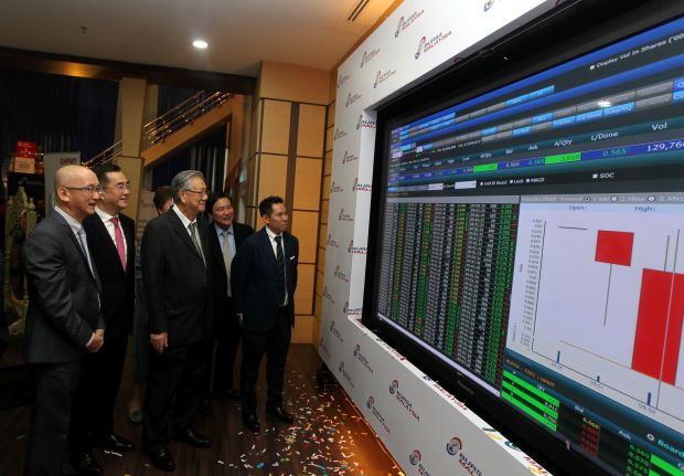 HPMT made its debut on Bursa Malaysia's Main Market in June 2019, raising over RM42mil via the IPO exercise. Executive Chairman of HPMT Holdings Berhad, Datuk Khoo Yee Her (three, left) and Managing Director of HPMT Holdings Berhad, Khoo Seng Giap (five, left) saw a stock screen display after the Listing Ceremony of HPMT Holdings Berhad on the Main Market of Bursa.