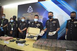 Female drug baron, five henchmen arrested