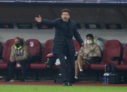 Stuttering Atletico's title hopes under Real pressure