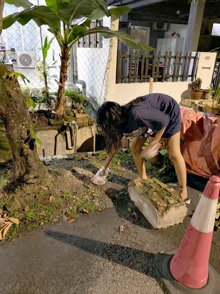 Kylie picking up plastic litter and other trash in the neighbourhood. Photo: Nur Kylie Khalieshah