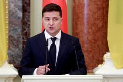 Ukrainian president suspends constitutional court head for another month