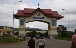 Laos govt urges officials to closely monitor self-quarantine of people entering Laos
