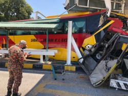 Driver of crashed bus ferrying Covid-19 patients tests positive for disease