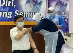 Penang CM gets Covid-19 jab
