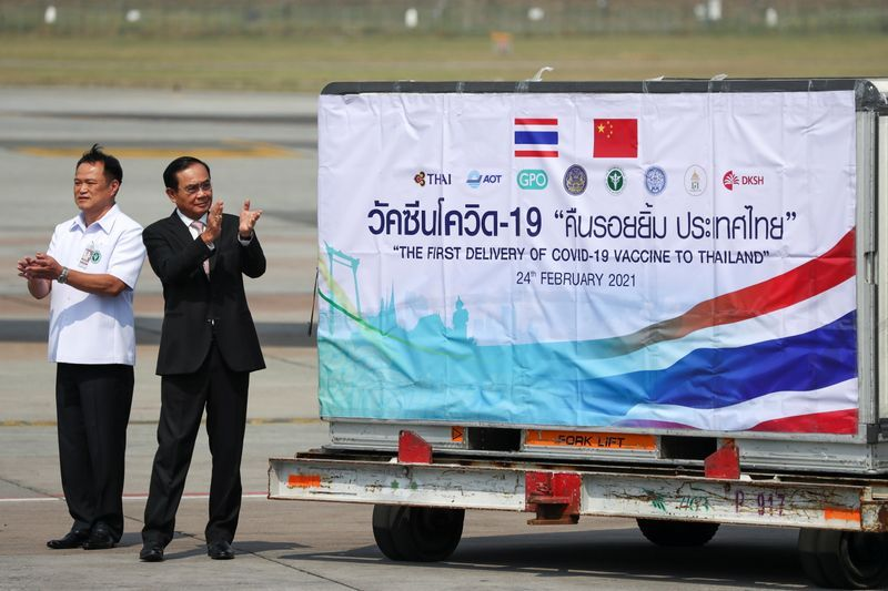 Image Thai PM orders study on 'vaccine passports' to boost tourism