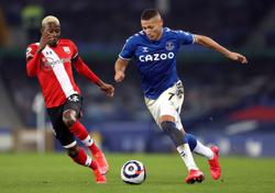 Everton enjoy rare home win as Richarlison sinks Saints