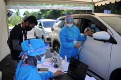 Bali kicks off drive-thru virus shots for hospitality workers