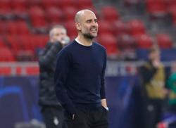 Guardiola says City players will be dropped if they think title race is over