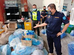 Make and intended use for tainted gloves under probe