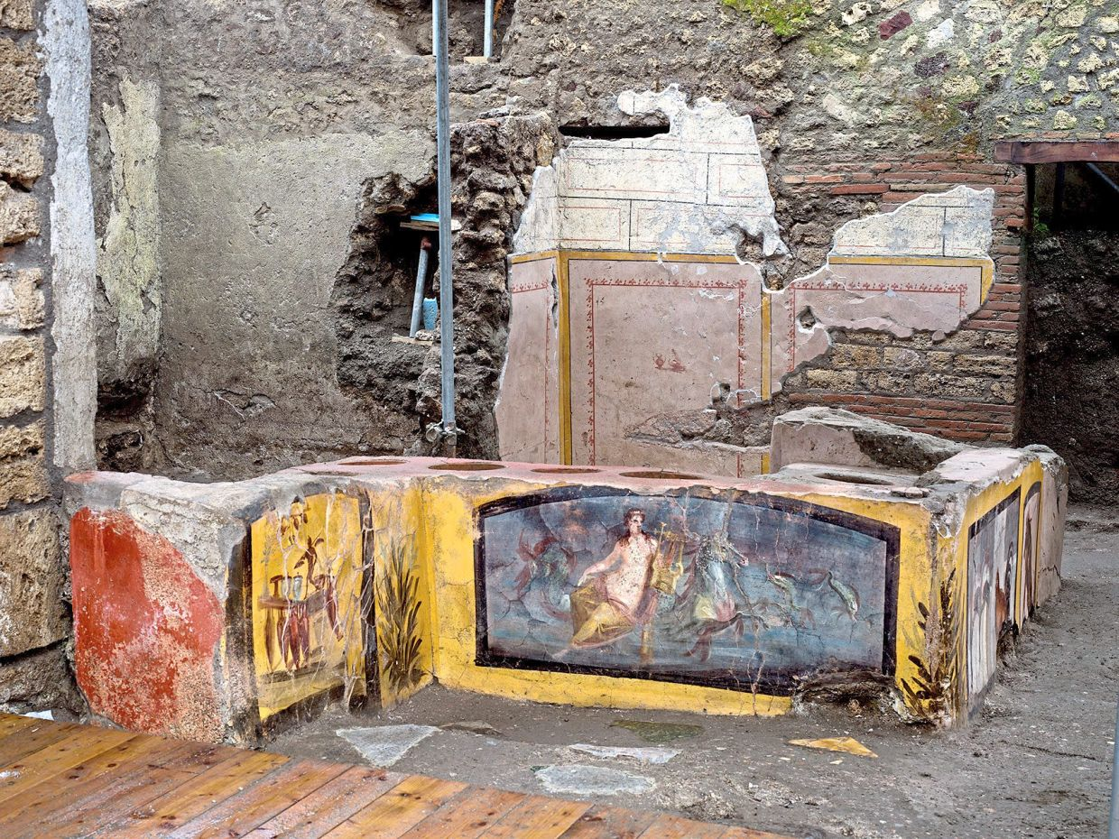 It seems almost unreal how well the frescoes of this snack bar have been preserved at the Thermopolium in Pompeii. — LUIGI SPINA/Archaeological Park of Pompeii/dpa