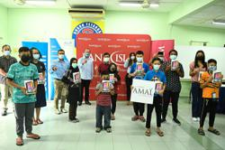 BANK ISLAM GIVES OUT 1,000 TABLETS TO STUDENTS