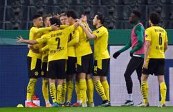 Dortmund's winning run boosts hopes for trip to Bayern