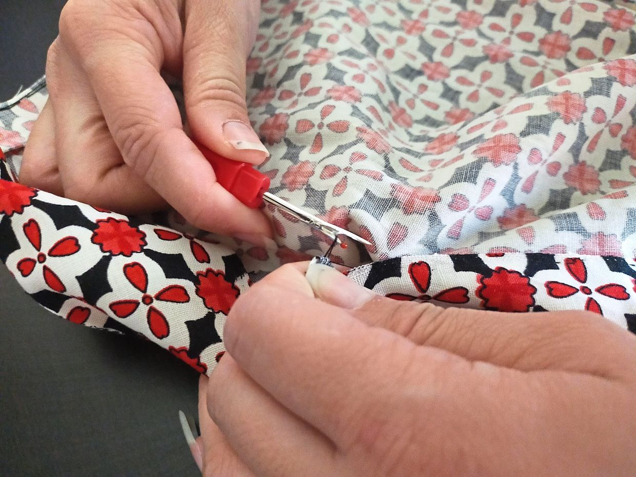 Depending on the extent of cloth defect, Yong can make several tote bags and belts from one kimono.
