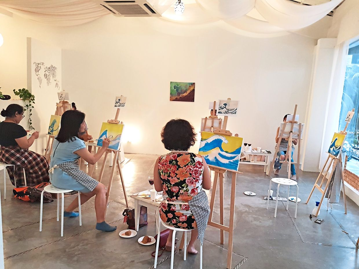 Paint and Sip Night art therapy class in progress. Photo: Evelyn Loh