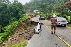 Road collapse in Kapit, two women escape with minor injuries