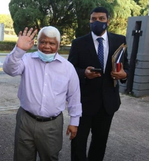 Former Batu Berendam MP Datuk Mohd Tamrin Abdul Ghafar (left) arriving at the Johor Baru court complex with his lawyer Muhammad Rafique Rashid Ali to be charged for making seditious remark against the Johor royal family on March 10.