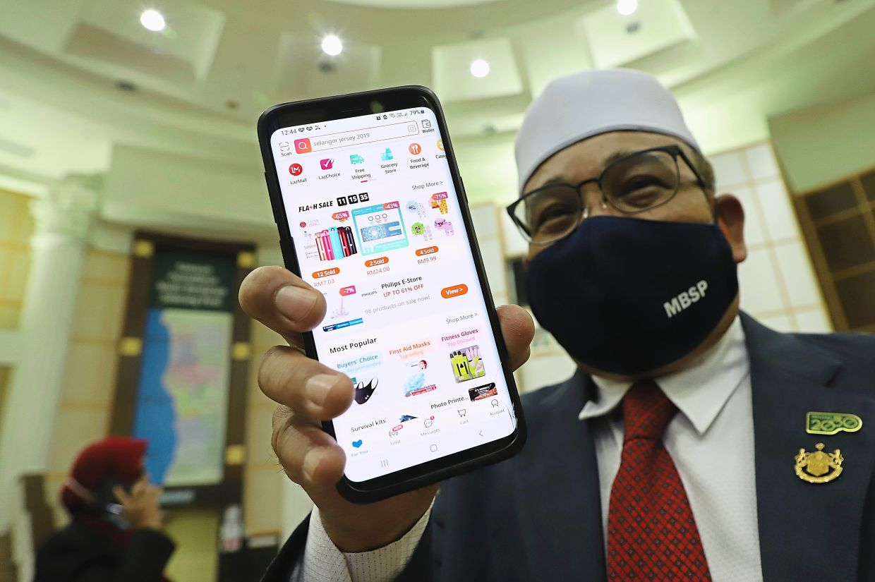 Rozali showing an initiative to enable traders to register their online business from home with MBSP. – Filepic