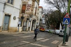 Portugal to keep land border with Spain shut, travel restrictions stay in place