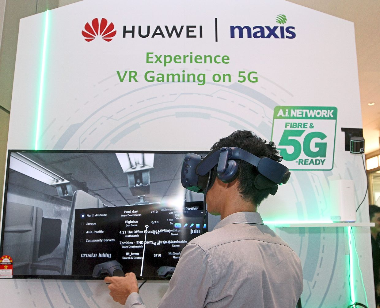Growth driver: A visitor tries out a gaming facility with 5G technology at a store in Kuala Lumpur. Although many companies are increasing their capacity, the deployment of 5G connectivity, IoT and artificial intelligence will be the next driver of demand for chips.