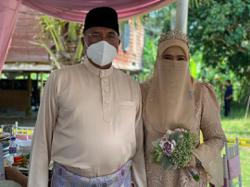 Former IGP Mohamad Fuzi gets married
