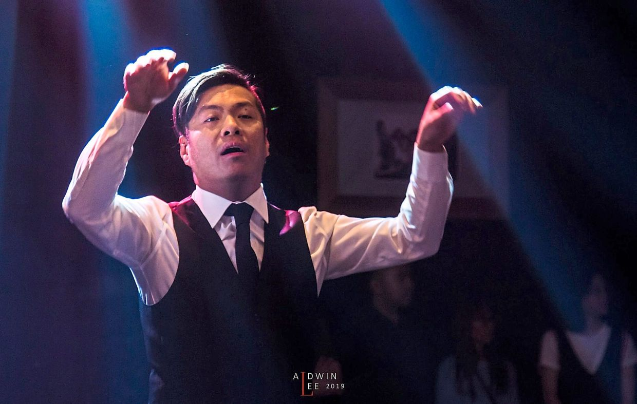 Mak was the first Malaysian to be a member of the Asian Youth Choir  and World Youth Choir.