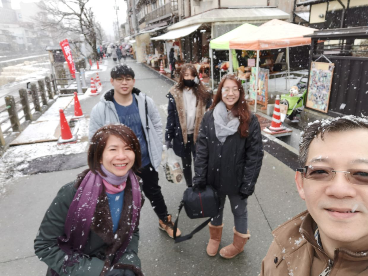 Lim (far right) with Wong (left) their children on a family holiday in Japan before the pandemic. Photo: CT Lim