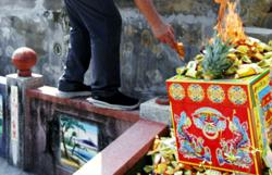 Cemetery operators won't be fined if visitors violate SOP during Qing Ming, says National Unity Ministry