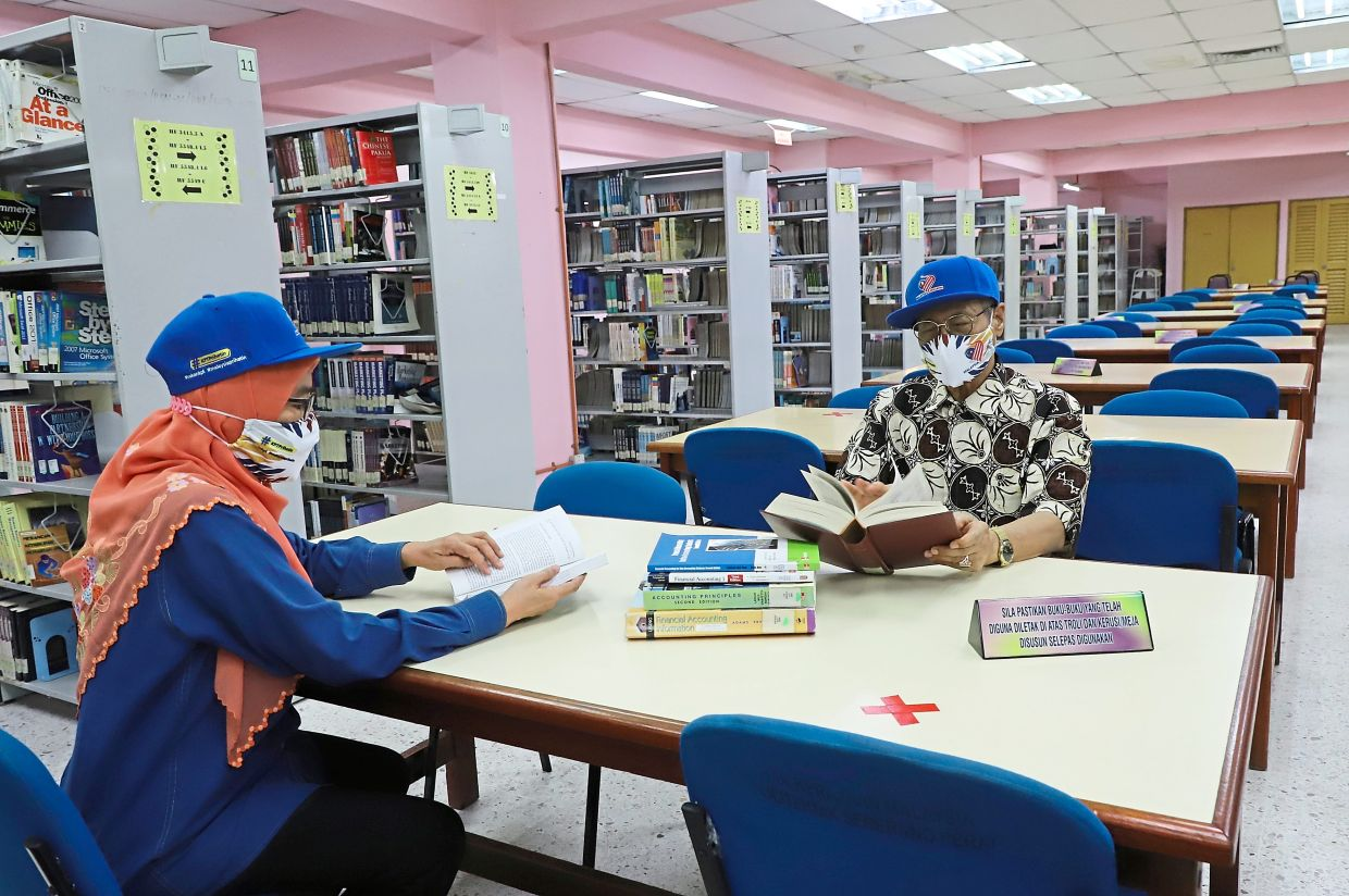 Dr Mansor at the new wing of the politechnic's library which was completed at a cost of RM3.13mil.