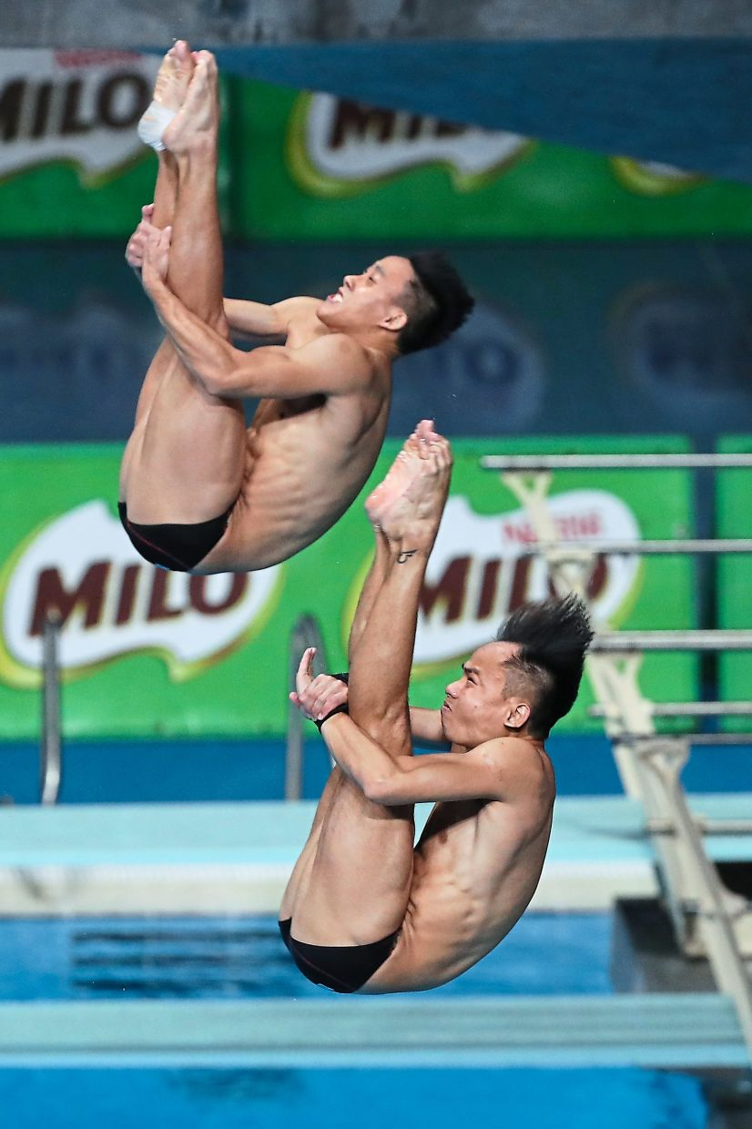 Fight is on: Chew Yiwei (front) and Ooi Tze Liang will be fighting for a place in the 3m springboard individual event.