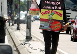 Perak cops to take action against those buying pickled fruits at traffic light junctions