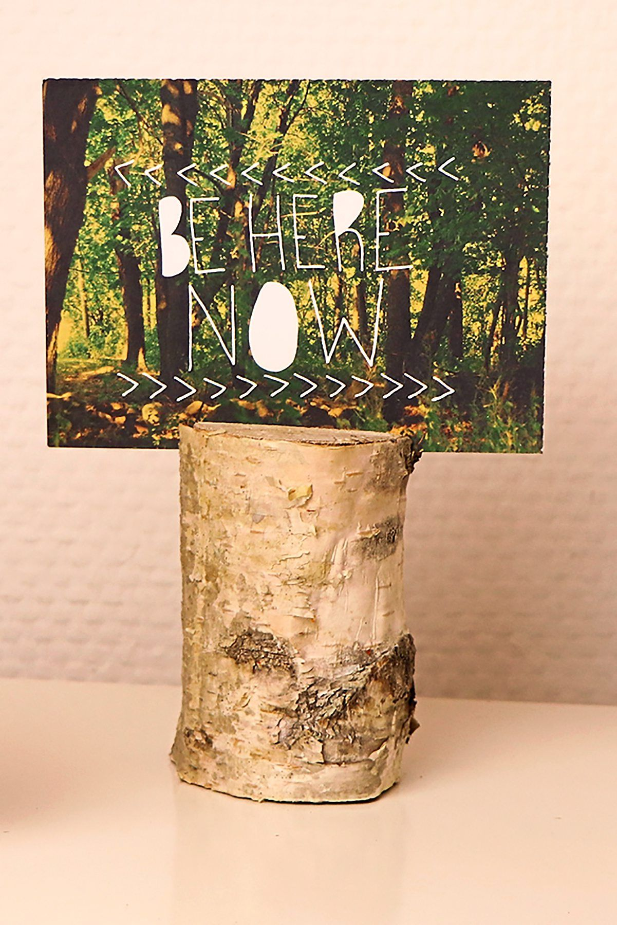 A picture holder made from a piece of birch wood. Photos: DIY Academy/dpa