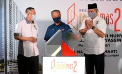 395 former Seri Labuan residents receive keys to new home from PM