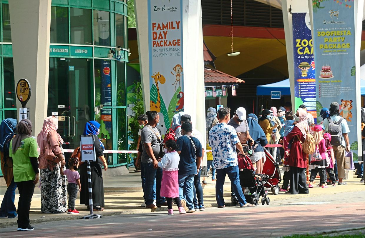 Police have reminded visitors at Zoo Negara that only one representative from a group is allowed to queue for tickets to avoid crowding at the counters.