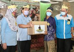 Bukit Tampoi Orang Asli community gets food aid from Selangor govt