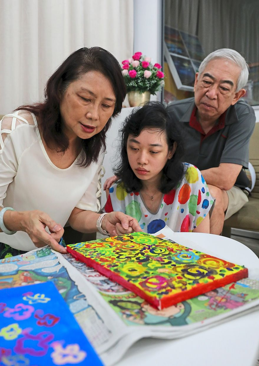 Janet Lee (centre) with her parents. Photo: The Star/Samuel Ong