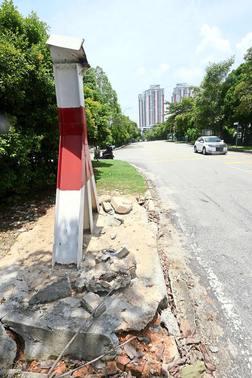 The remnants of the height barrier along Jalan Aman that was damaged and removed.