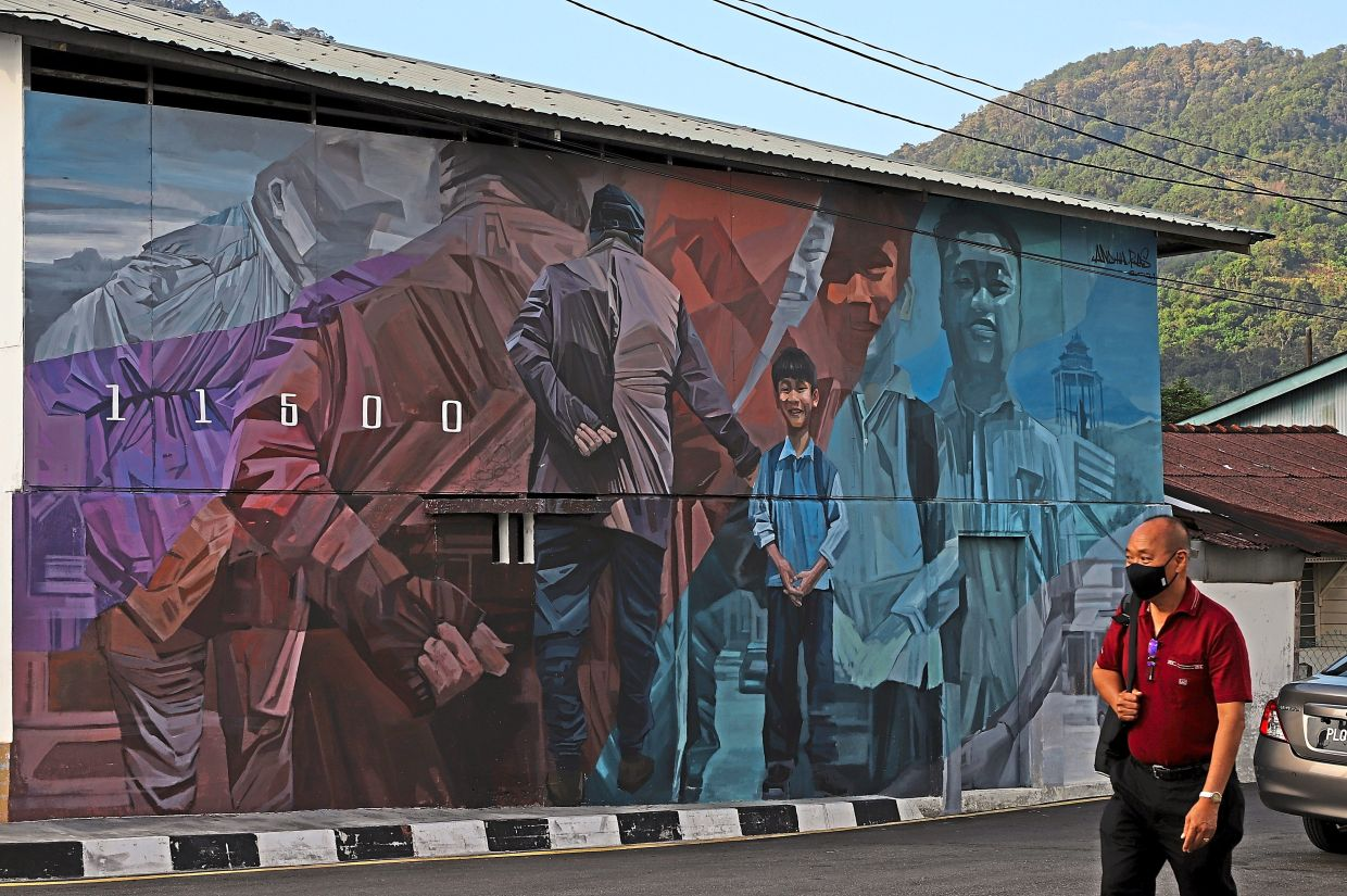 The 'Generation to Generation' mural drawn by Amir Andhar from Melaka.
