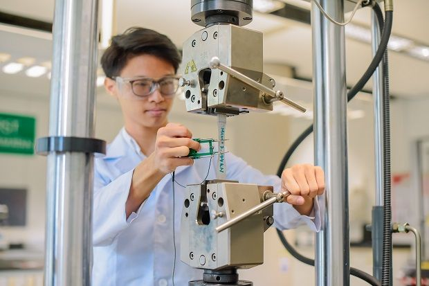 A UTP student is setting up a sample on a Universal Testing Machine (UTM).  The UTM is used to test the tensile strength and compressive strength of materials, components and structures.