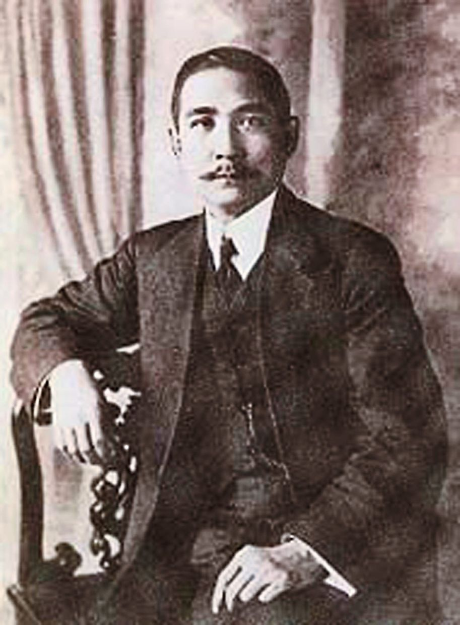 Portrait of Dr Sun Yat Sen. When Seng Sook was a student, he was a youth leader with Dr Sun's revolutionary movement.